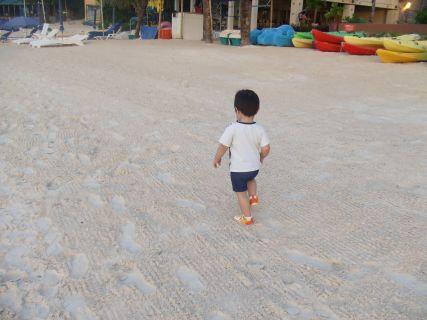 浜辺をダッシュ